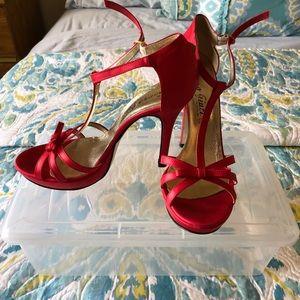 Shoes - Super cute red heels!!  🇮🇹 👠